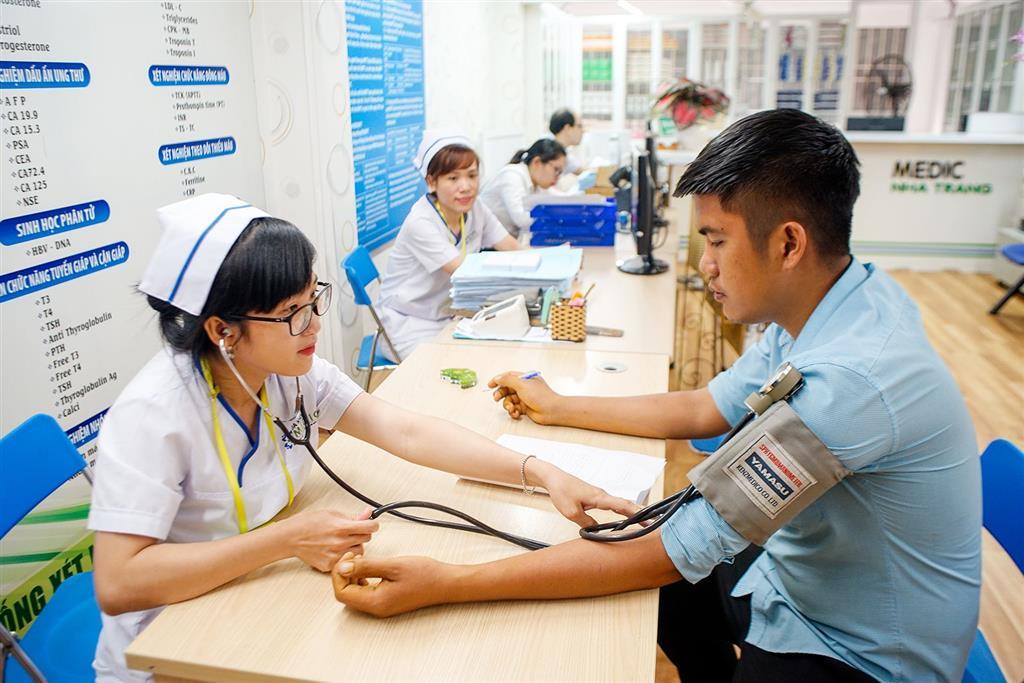 Chế độ ốm đau dài ngày: Những thông tin người lao động cần biết